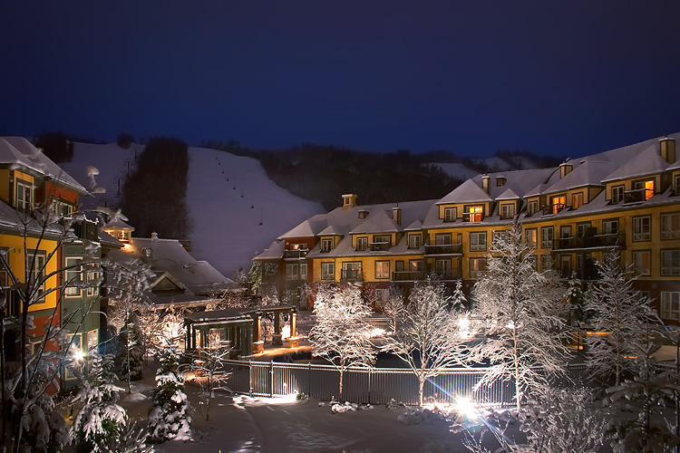 Nom : blue_mountain_hotel_night_view.jpeg