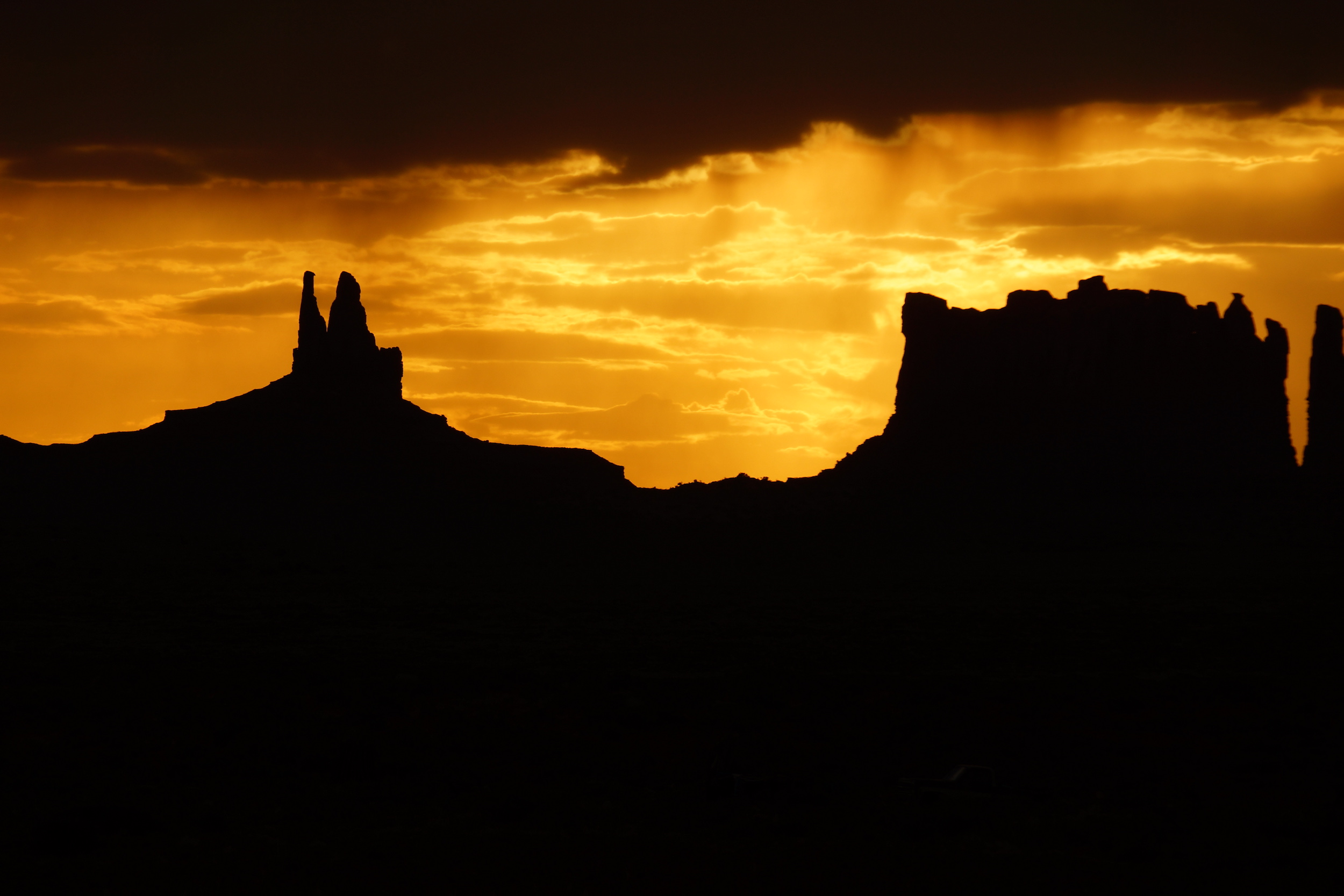 monument-valley-nuit