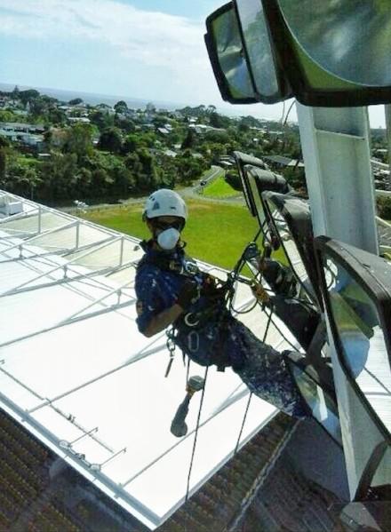 Cordiste-en-Nouvelle-Zelande-Valentin-en-action-450x800