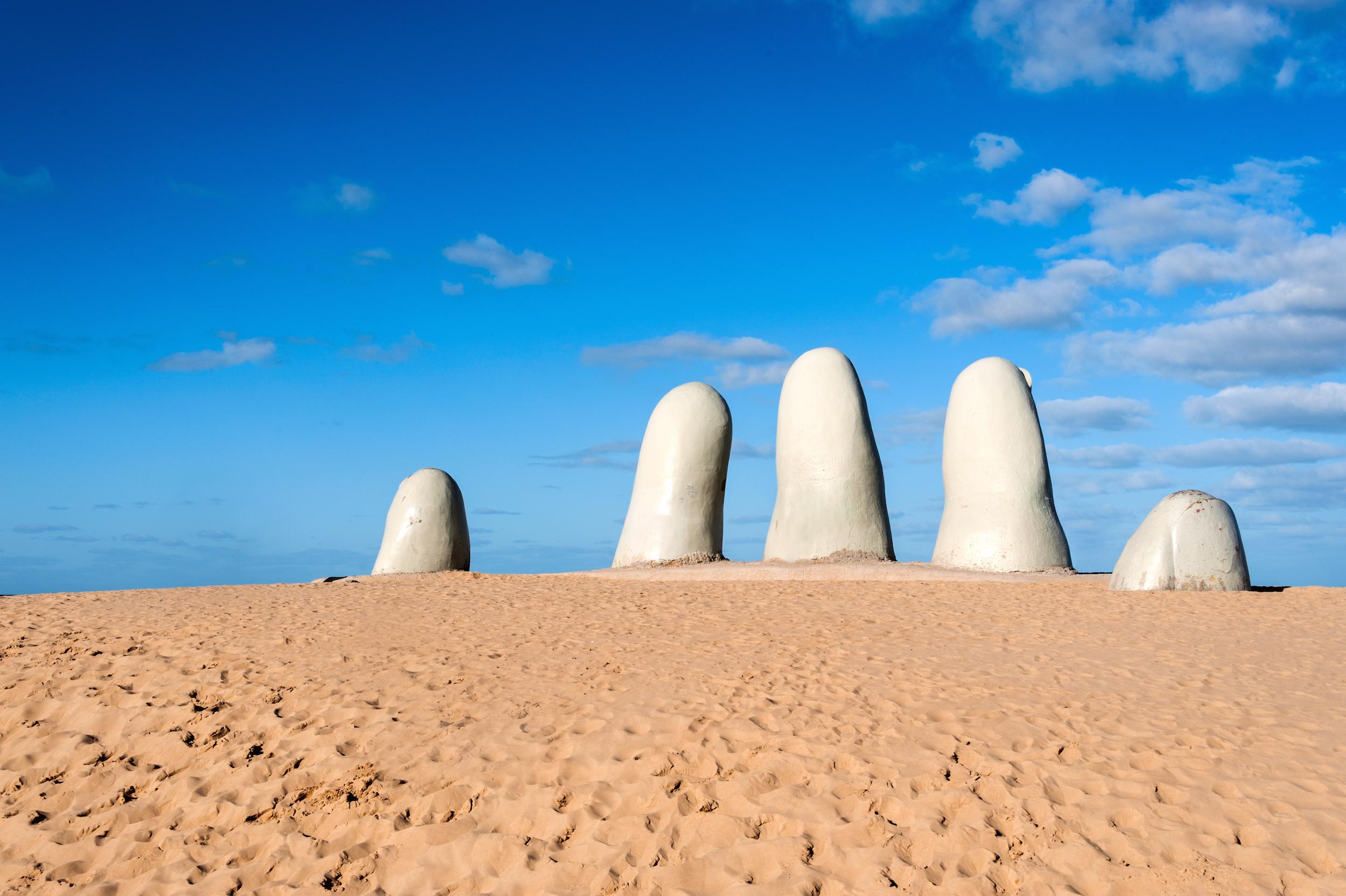 Sculpture main - Punta del Este - PVT Uruguay