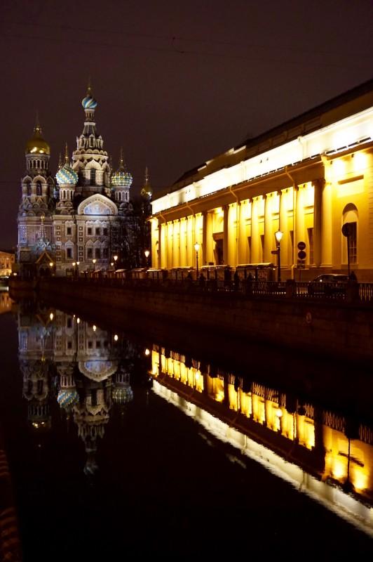 Cathedrale nuit Saint-Petersbourg - Russie