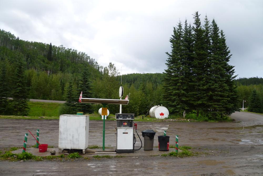 32-Station-essence sur l'Alaska Highway