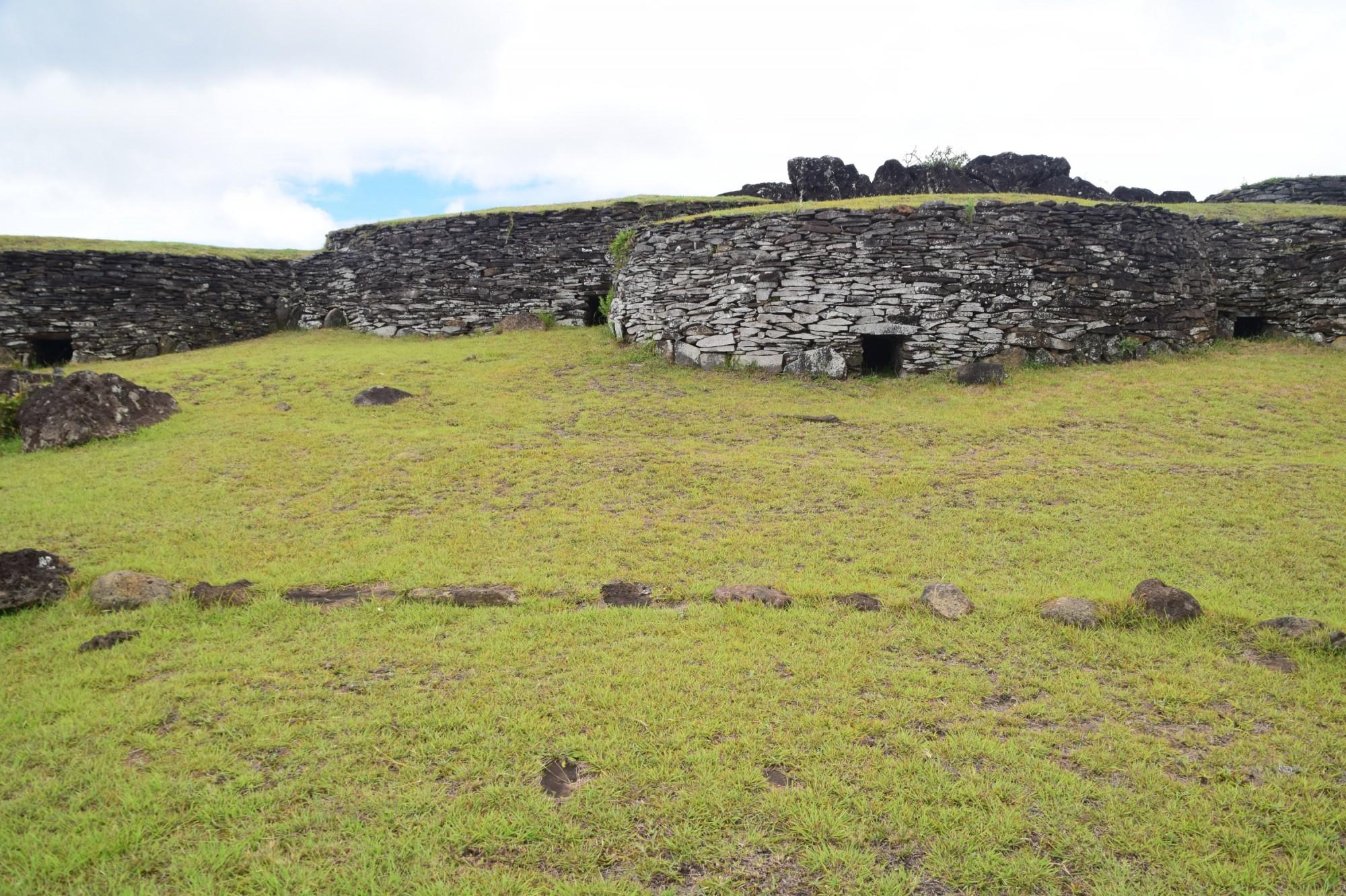 Hare Paenga, Village d'Orongo
